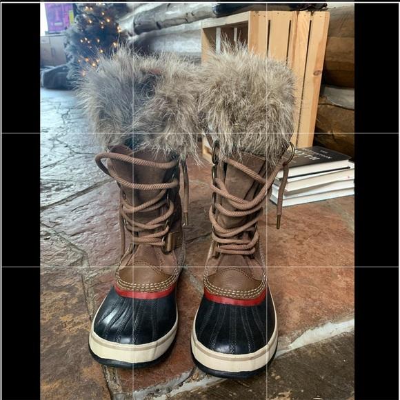 Joan of Arctic Sorel Boots Women size 8.5